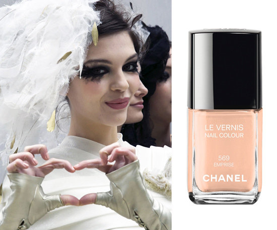 LE VERNIS Nail Colour in Emprise, a peachy pink, was used on the hands