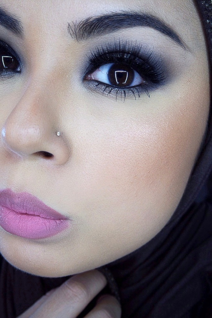 Smoky eyes with NYX Istanbul Soft Matte Lip cream